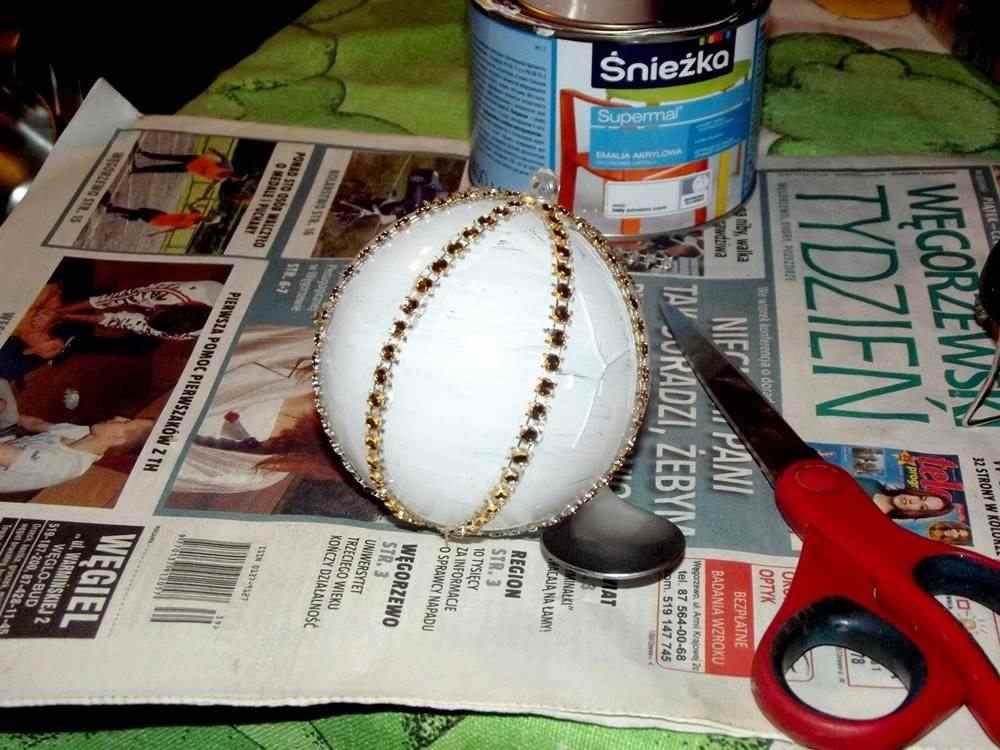jak ozdobić plastikową bombkę