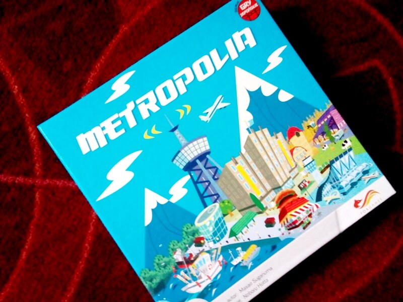 Matropolia to gra karciana od Foxgames. Jej celem jest zbudowanie miasta szybciej niż przeciwnicy. Liczy się tu strategia i dobra zabawa!