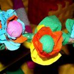 Gałązka z kwiatami z bibuły